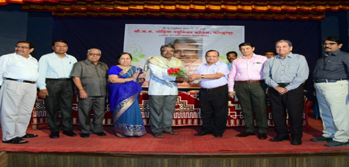 Mr.Satish A.Kulkarni (Sou.S.M.Lohia Jr.College MCVC Dept.Head) retired ceremony at NES Ram Ganesh Gadakari Hall feliciated by Hon.Mr.Vinodkumar Lohia, Hon.Mr.Sapre,Mr.Mr.Nitin Wadikar,Prin.S.S.Chavan